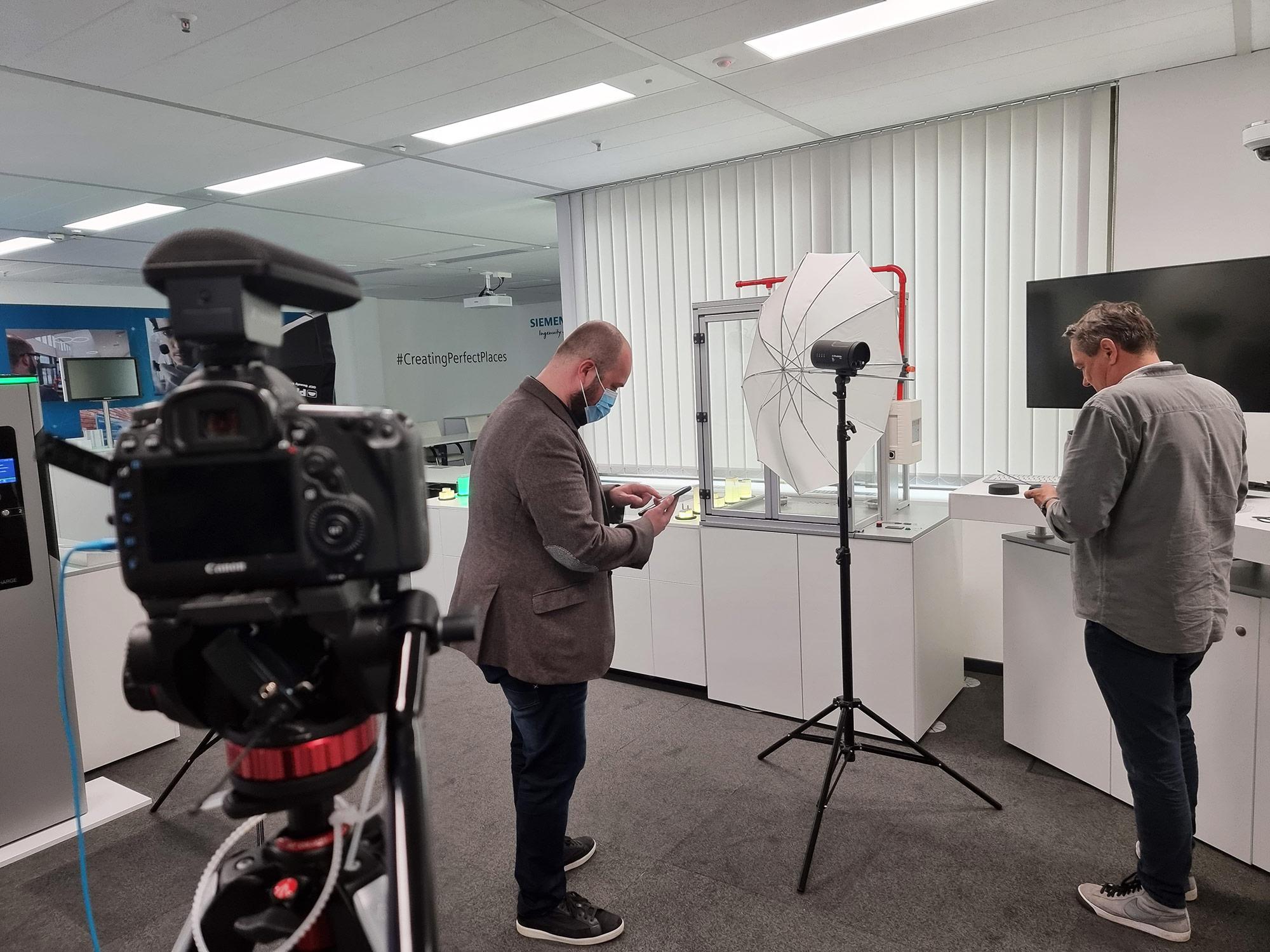 Interview Siemens - Dreharbeiten Frankfurt - Gebäudeautomation Siemens AG - Siemens Showroom - Siemens Gebäudetechnik