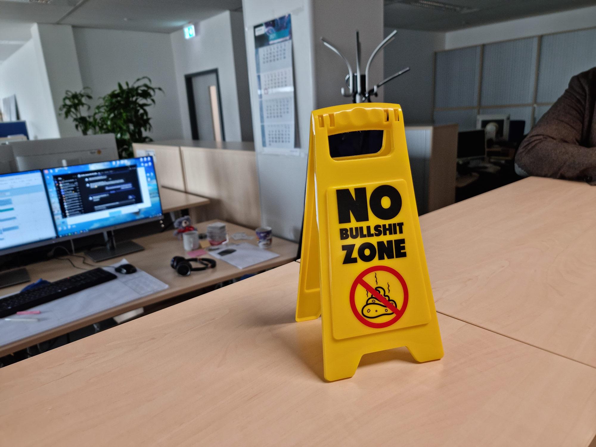 Siemens Konzern - Schild: No Bullshit Zone - Millennials in Konzernen - Frankfurt Siemens