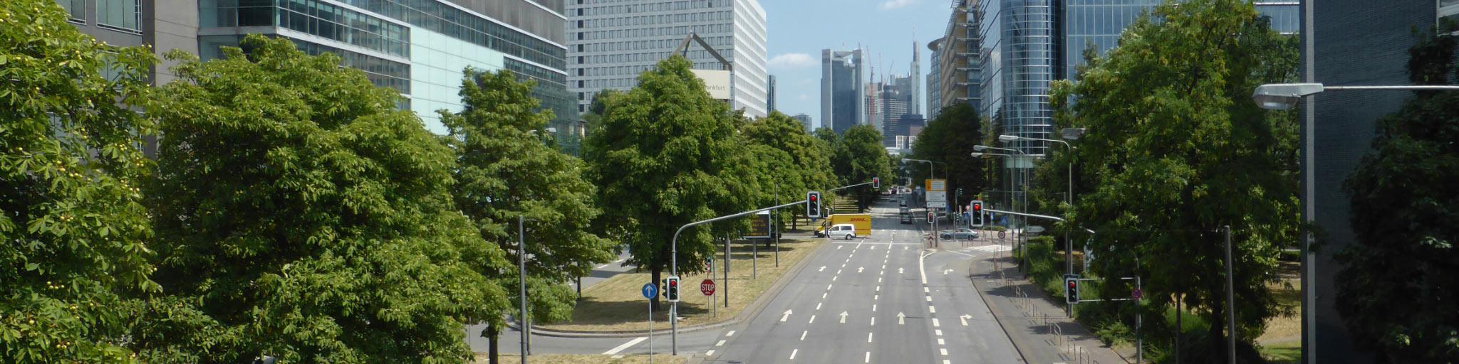 Theodor-Heuss-Allee in Frankfurt am Main - Ausfallstraße Frankfurt West - Hauptstraße FFM